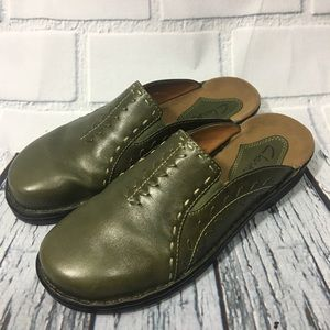 Clarks 35963 Olive Green Leather Stitched Slip on